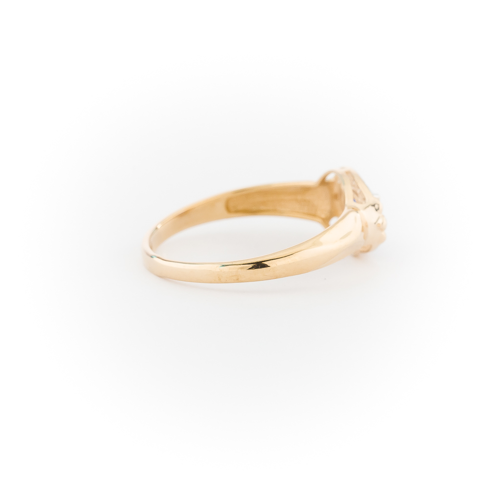 Кольцо из золота с бесцветными и синим фианитами
