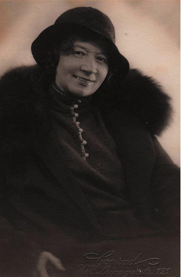 В. М. Данчакова в зрелые годы (из личного архива М. М. Лаврентьева, печатается впервые)