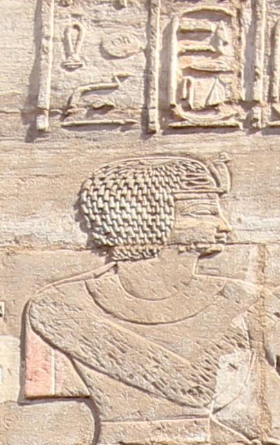 Рис. 9. Аменирдис I. Рельеф в святилище Осириса-хека-джет. Карнак. Фото: В.А. Большаков.