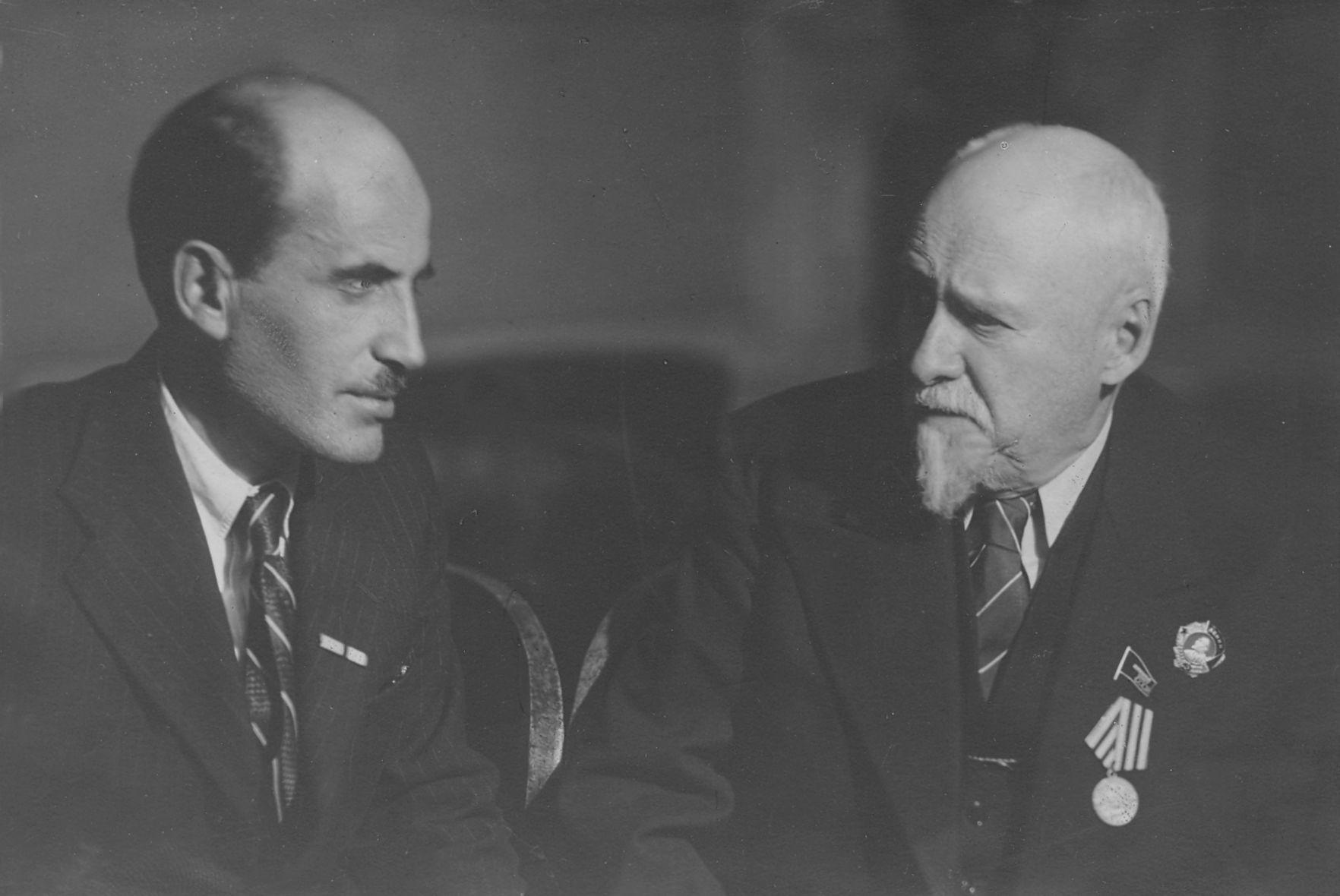 Х. С. Коштоянц и В. Л. Комаров, 1945 г.