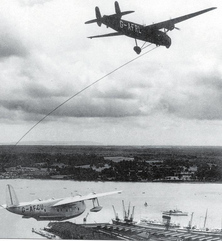 Рис. 5. Дозаправка в воздухе летающей лодки «Шорт S.23»