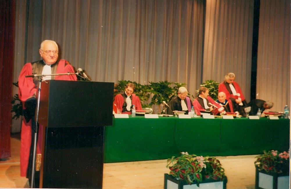 Выступление М. А. Красносельского (у микрофона) в Руанском университете (Франция) в связи с присуждением степени почетного доктора (honoris causa)