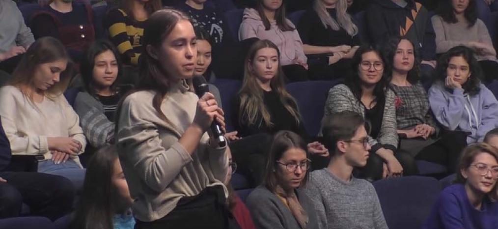 Фото 3. Невозможно не отметить, что большую часть аудитории составляют девушки [канал Института востоковедения РАН в YouTube]