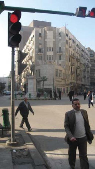 Фото 2 (слева). На площади имени Тала'та Харба красуется его памятник (фото автора)