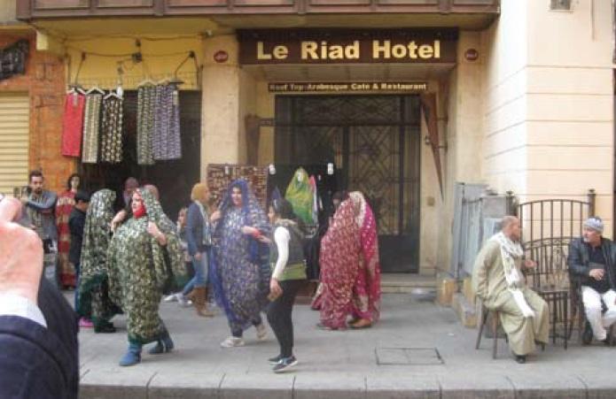 Фото 8. Одежда женщин как напоминание об основателях Каира — Фатимидах (фото автора)
