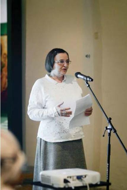 Фото 2 (b). Выступление переводчика с латыни Л. И. Щеголевой