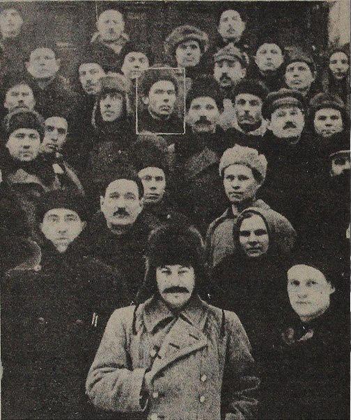 А. Ф. Караваев (выделен рамкой) — один из инициаторов создания Коми-Пермяцкого округа, первый глава окружной партийной организации, среди делегатов XIV съезда ВКП (б)
