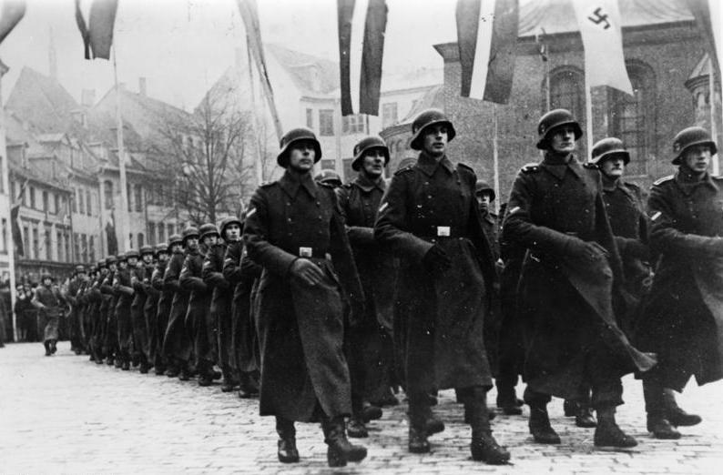 Парад латышских легионеров СС в Риге, 1943 г.