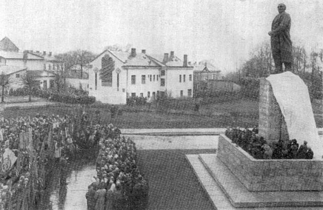 Церемония открытия памятника Ленину на площади Победы, г. Цесис, 7 ноября 1959 г.