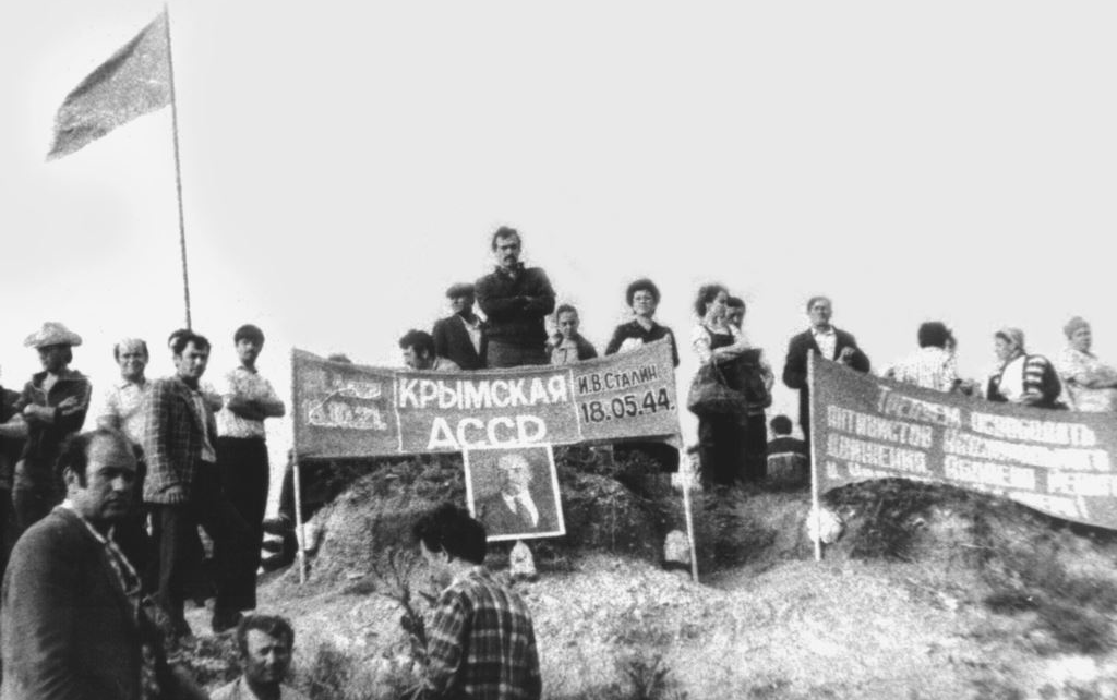 Палаточный лагерь протестующих крымских татар возле г. Зуя, Крым, 1988 г.