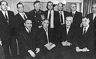 Члены ГКЧП (вместе с Александром Прохановым) после их выхода из «Матросской тишины», февраль 1994 г.