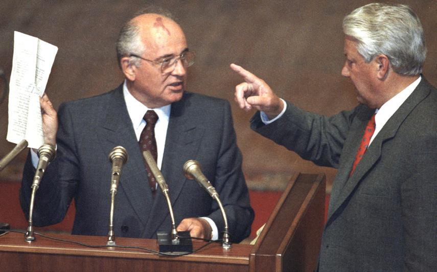 Президент России Б. Н. Ельцин и президент СССР М. С. Горбачев на внеочередном заседании Верховного Совета России в Москве, 23 августа 1991 г.