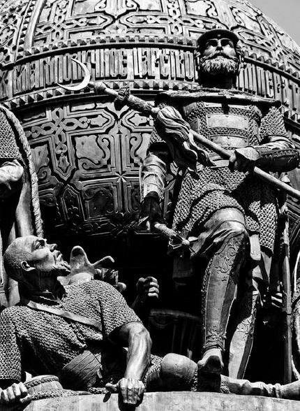 Рис. 18. Мамай и Дмитрий Донской. Памятник «Тысячелетие России». Великий Новгород. 1862 г.